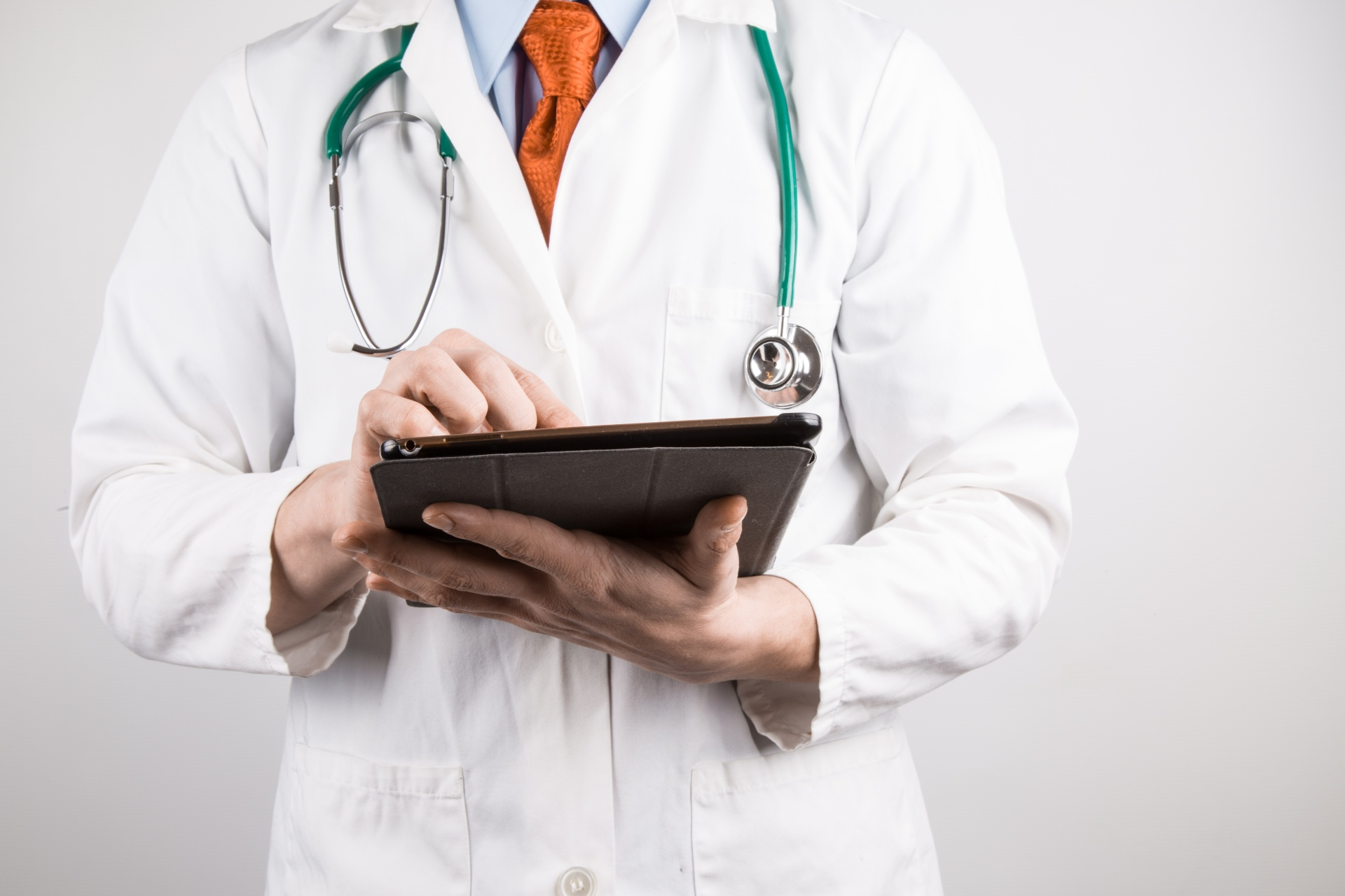 doctor-with-tablet-1461913089Jcx.jpg