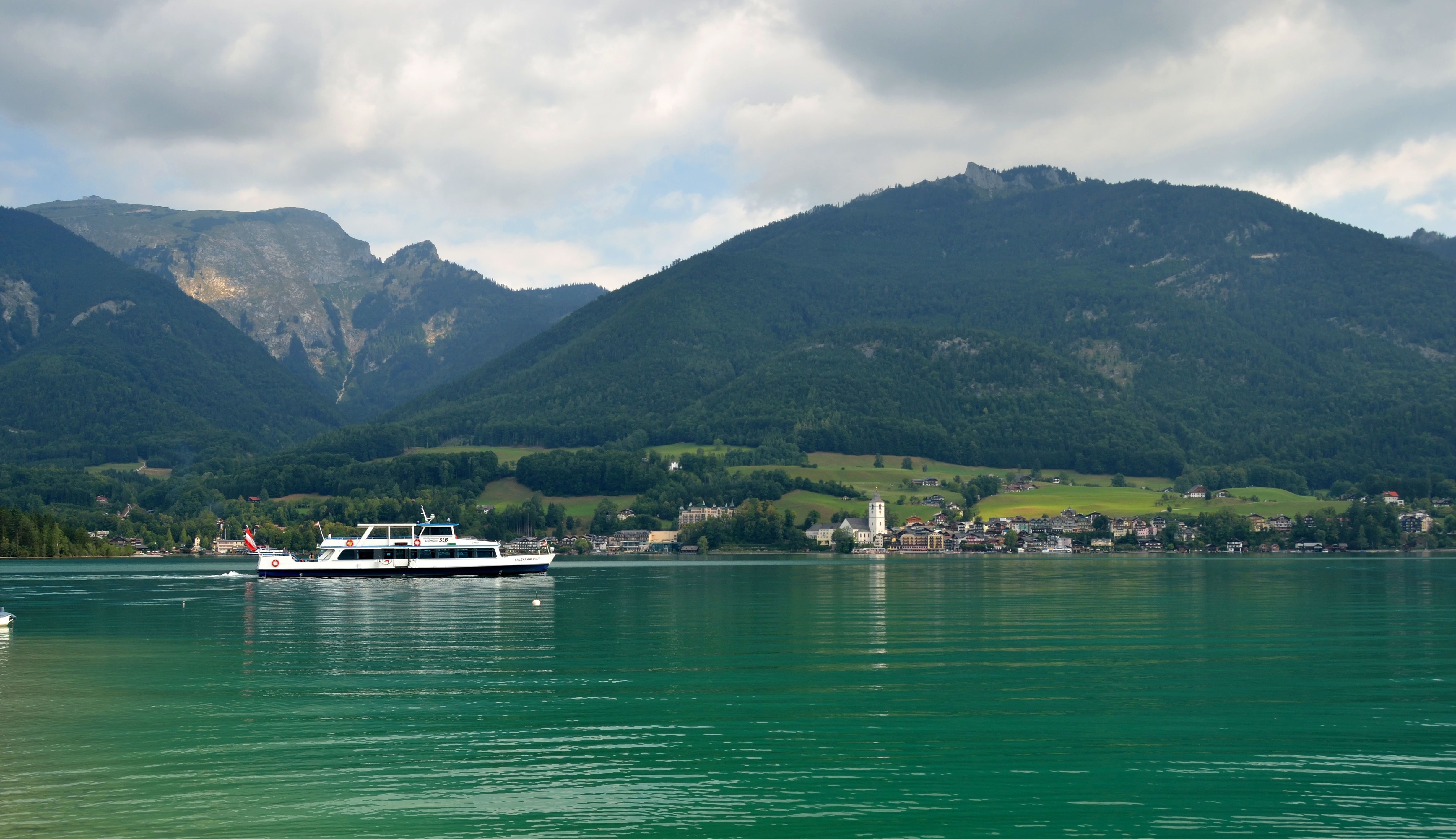 Ship_Salzkammergut_on_the_Wolfgangsee.jpg