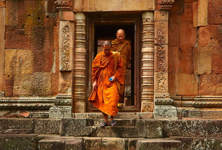 thailand-monks-temple-tourism-161183_111.jpg
