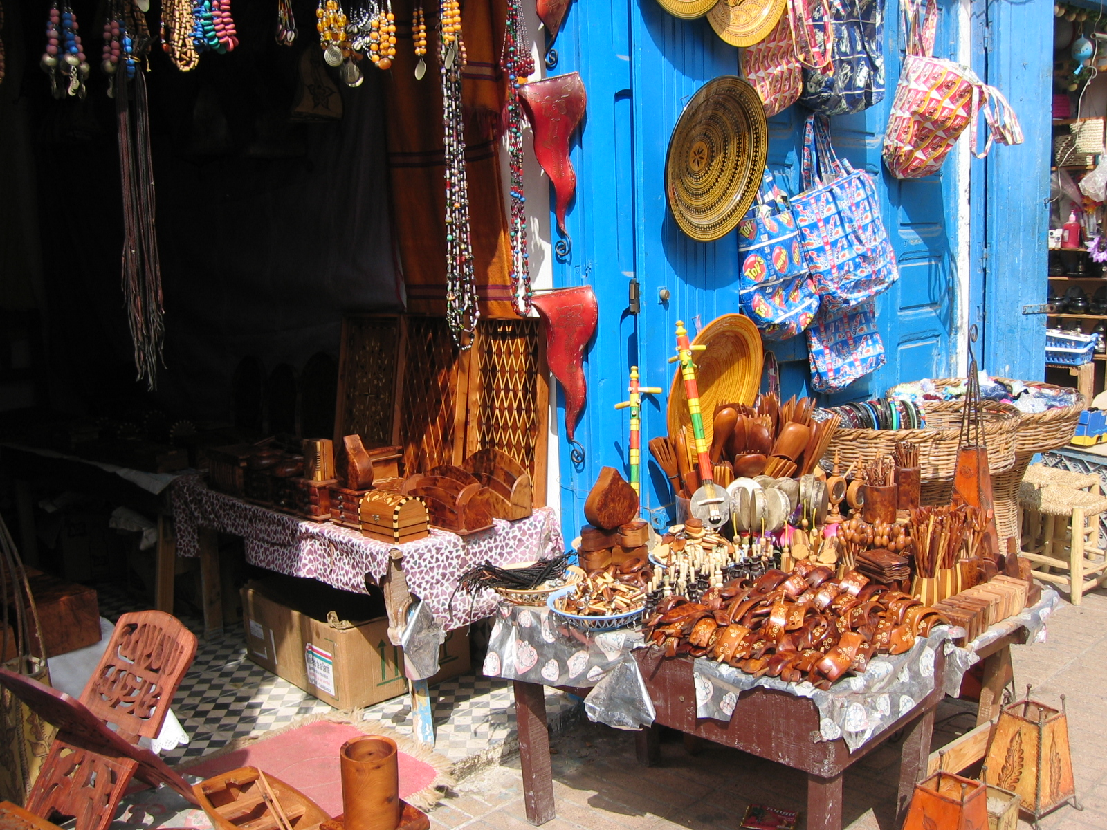 Souvenirs,_local_and_imported_(2902038836).jpg