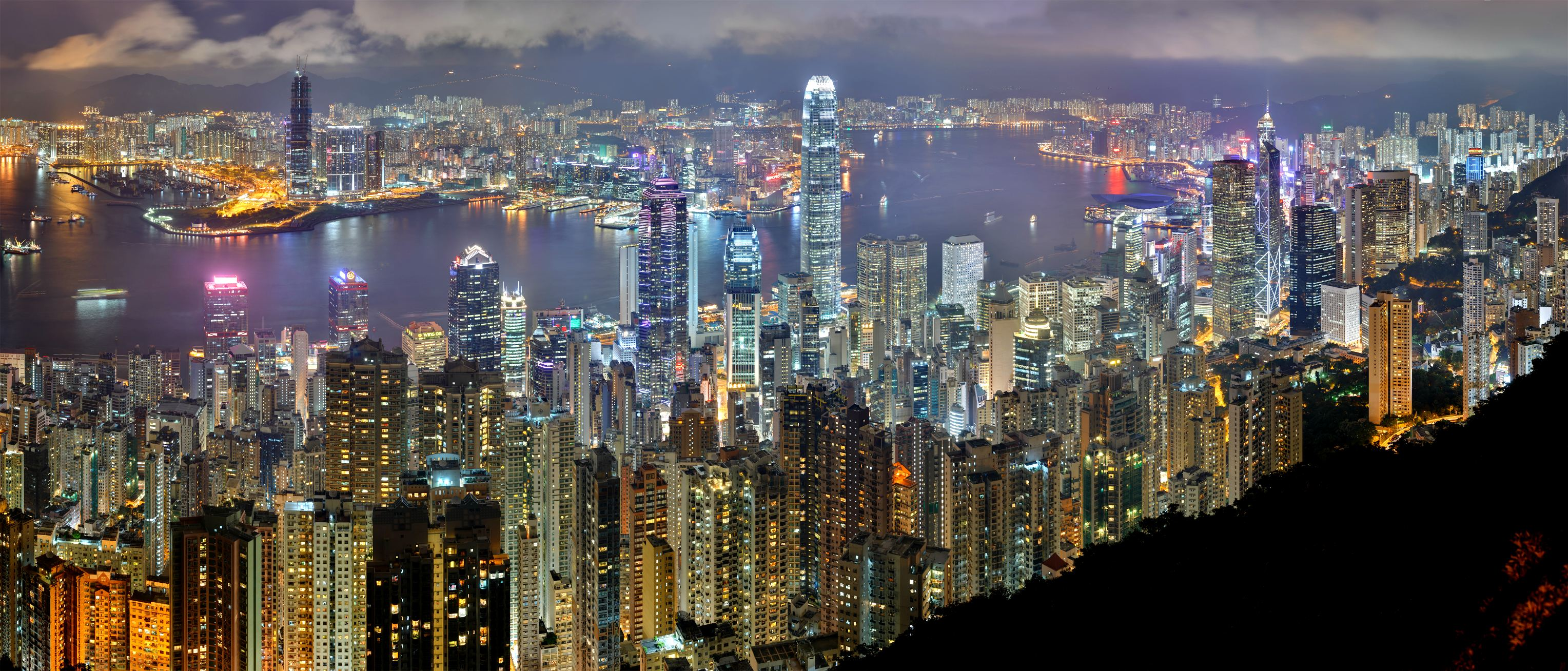Hong_Kong_Night_Skyline_1.jpg